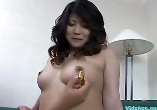 asian girl in mini skirt getting her pussy